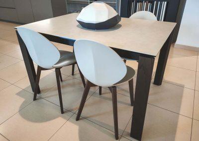 tavolo-eminence-e-sedia-basil-grossano-arredamento
